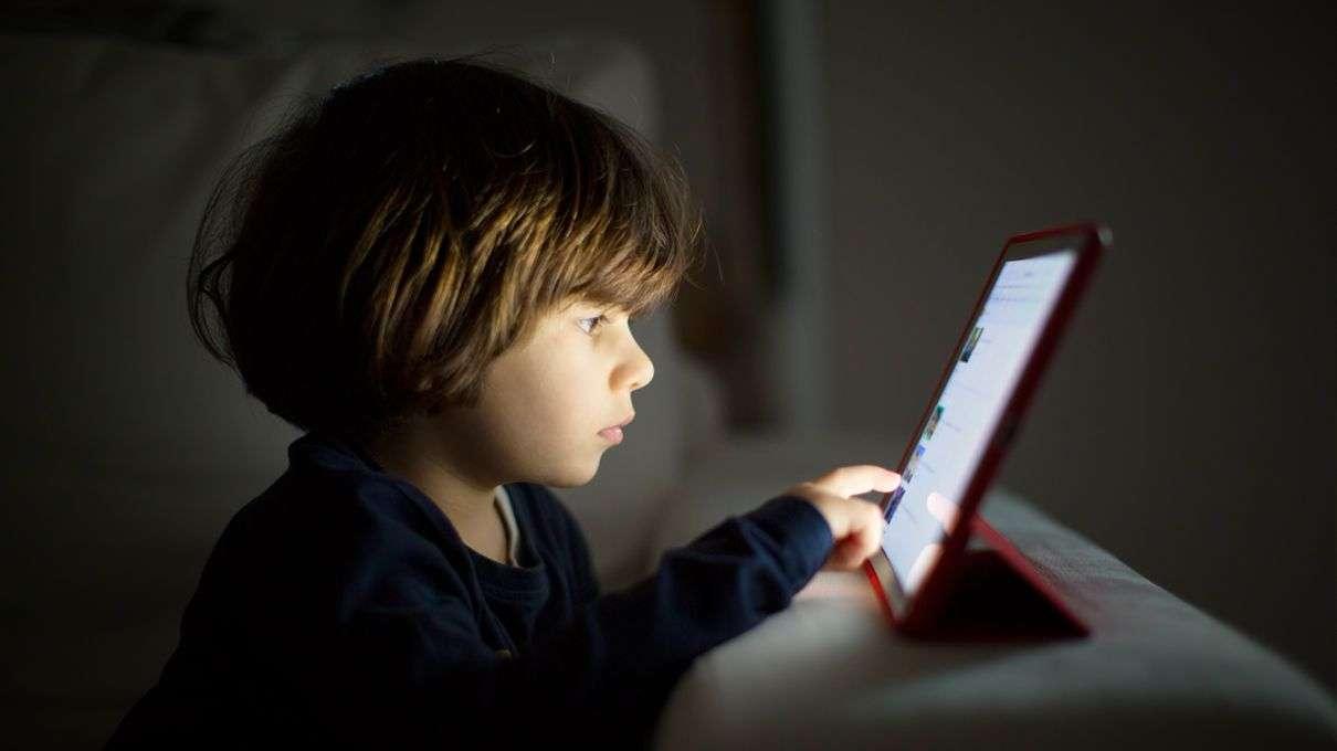 Raporti: 1 në 10 fëmijë pre e ngacmimit seksual online